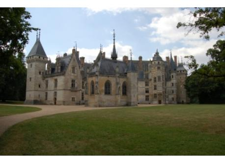 Like the castle of Meillant.This castle represents the culmination of Gothic art.