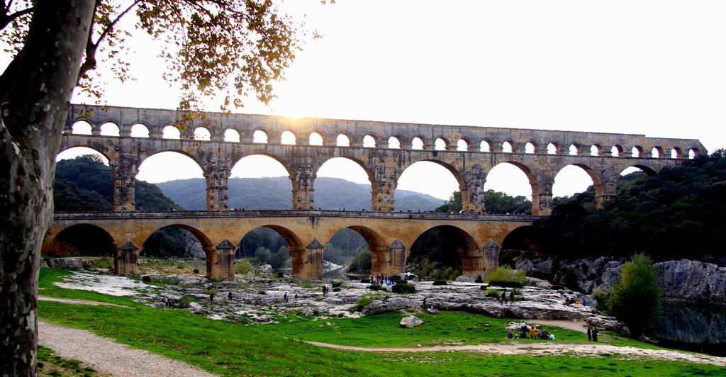 """Le Pont du Gard à 20km de Nîmes. """"Pont du Gard"""" 20 km from Nimes."""