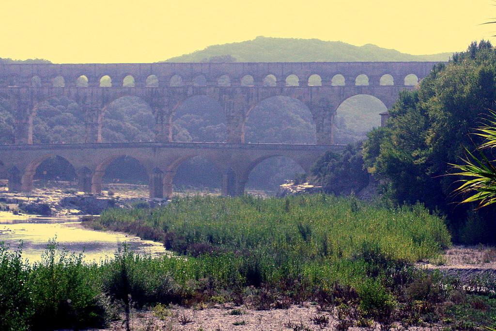 Pont du Gard : un des monuments les plus visités de France. Inscrit par l'Unesco au Patrimoine Mondial de l'Humanité - Grand ...