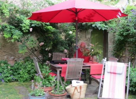 le coin repas du jardin