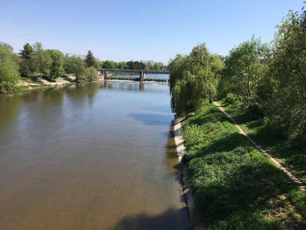 "at 1,500km of our house ,to walk or by cycle ,the river  ""le CHER"""