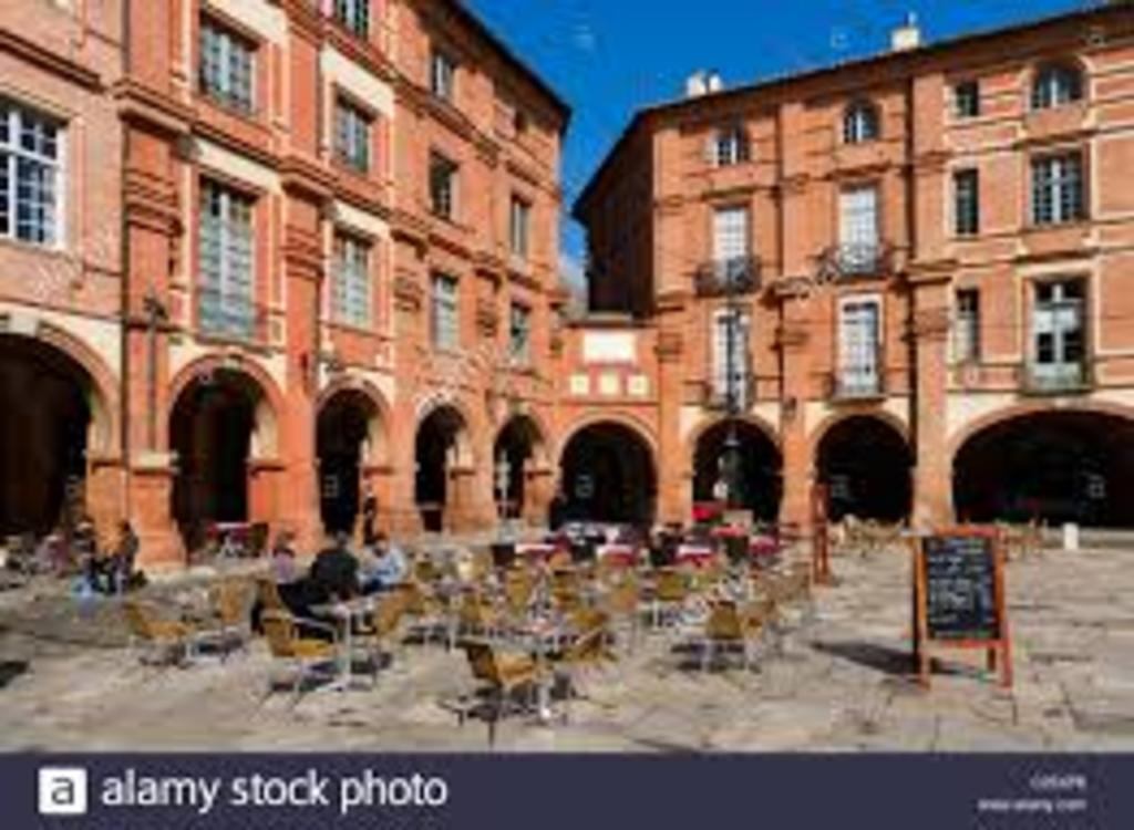 place nationale, in the heart of Montauban