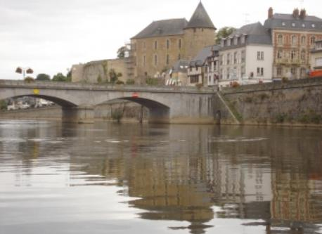 The Mayenne river and  the castle ( museum)