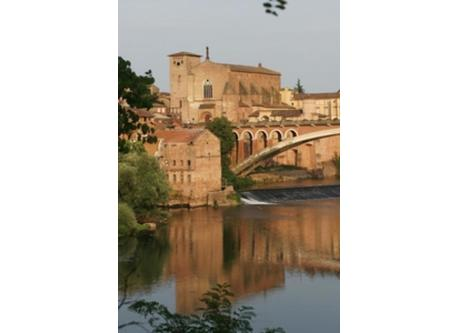 Gaillac, well known for it's wine, looks like an italian city