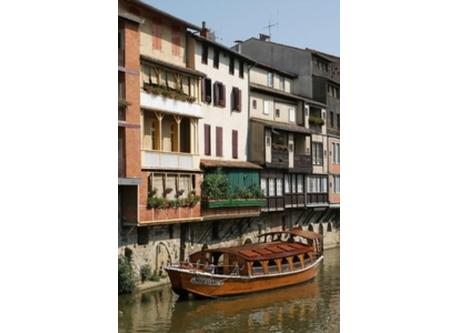 Castres, on the river