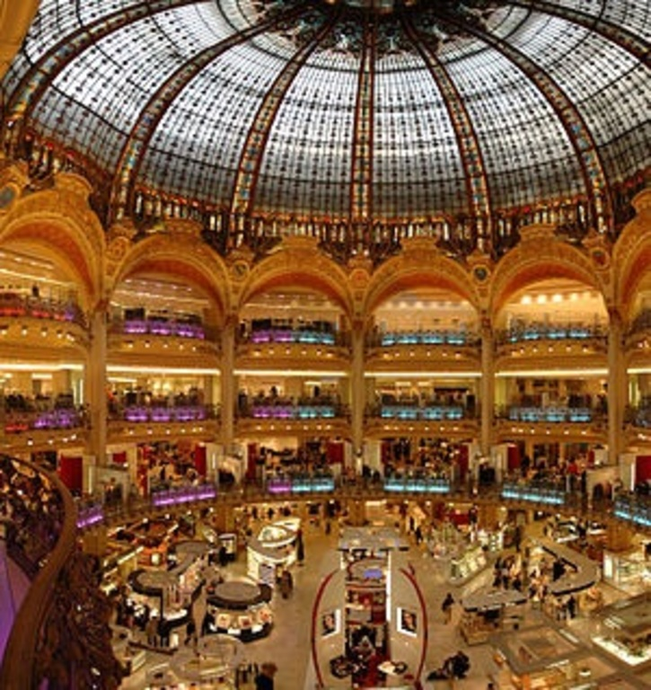 The roof of the Galeries Lafayette boulevard Haussmann: art décoration style