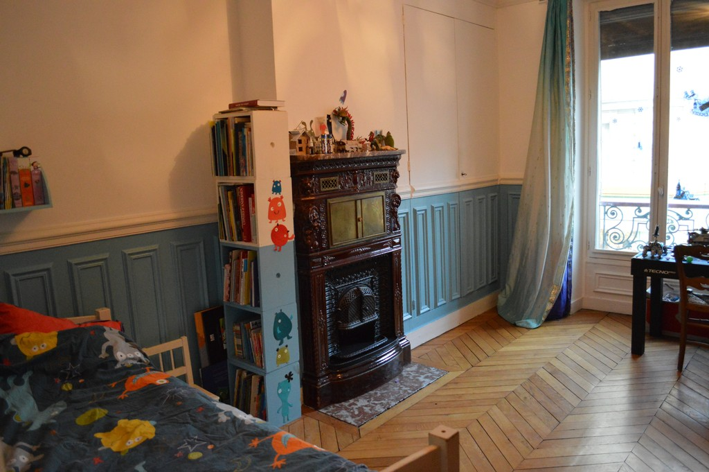 axel's spacious bedroom with prussian chimney ...and lego (single bed + extra bed possible)