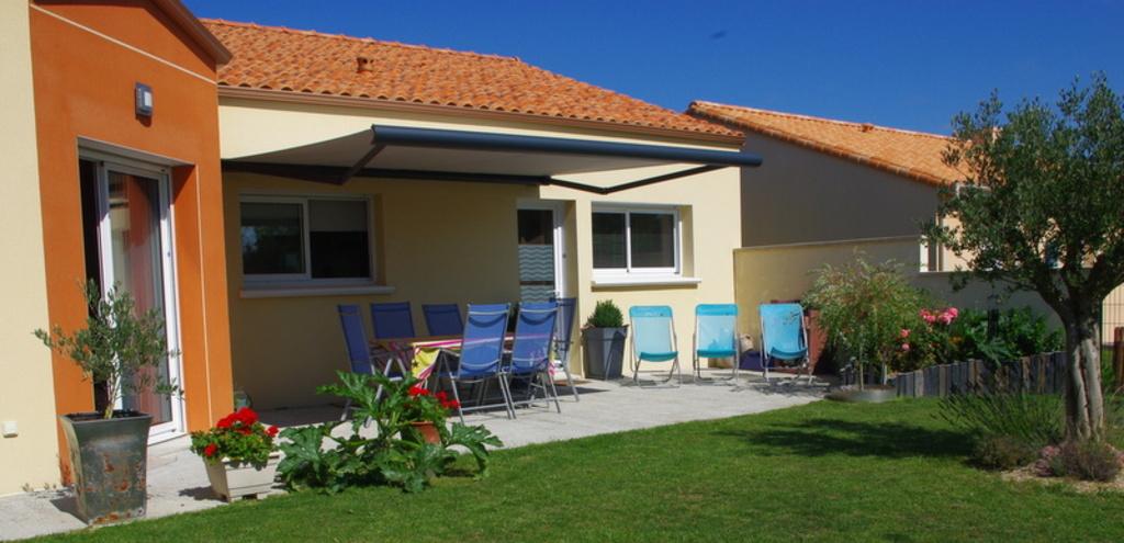 Closed garden with terrace / Jardin fermé avec terrasse/ Jardin cerrado con terraza