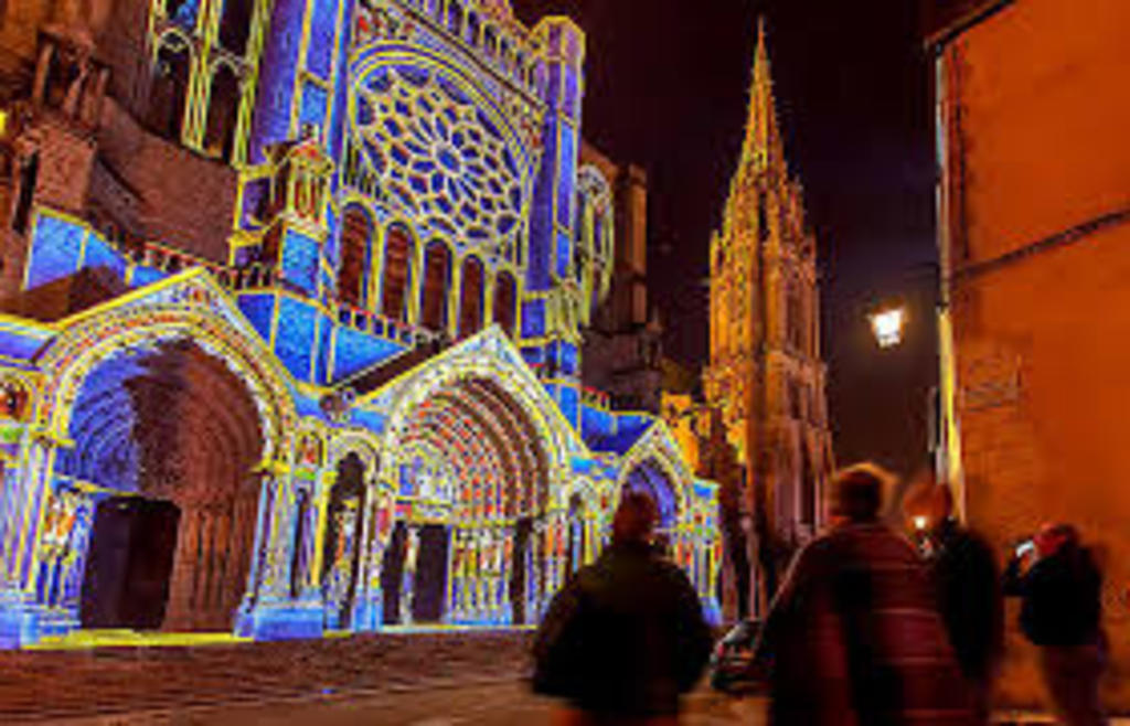 Chartes cathedrale at night