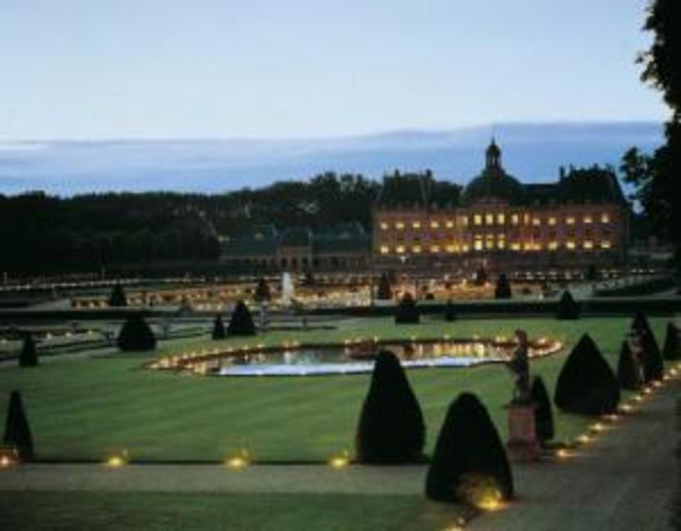 Vaux le Vicomte castle at night - visit at candle light