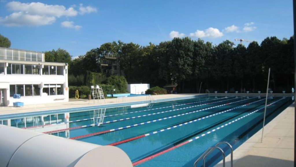 Orsay open air swimming pool in the summer and in winter!