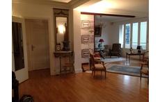 situé au 5°étage, avec un grand balcon, l'appartement a un très grand salon salle à manger de 60 m2,et une très  grande chambre
