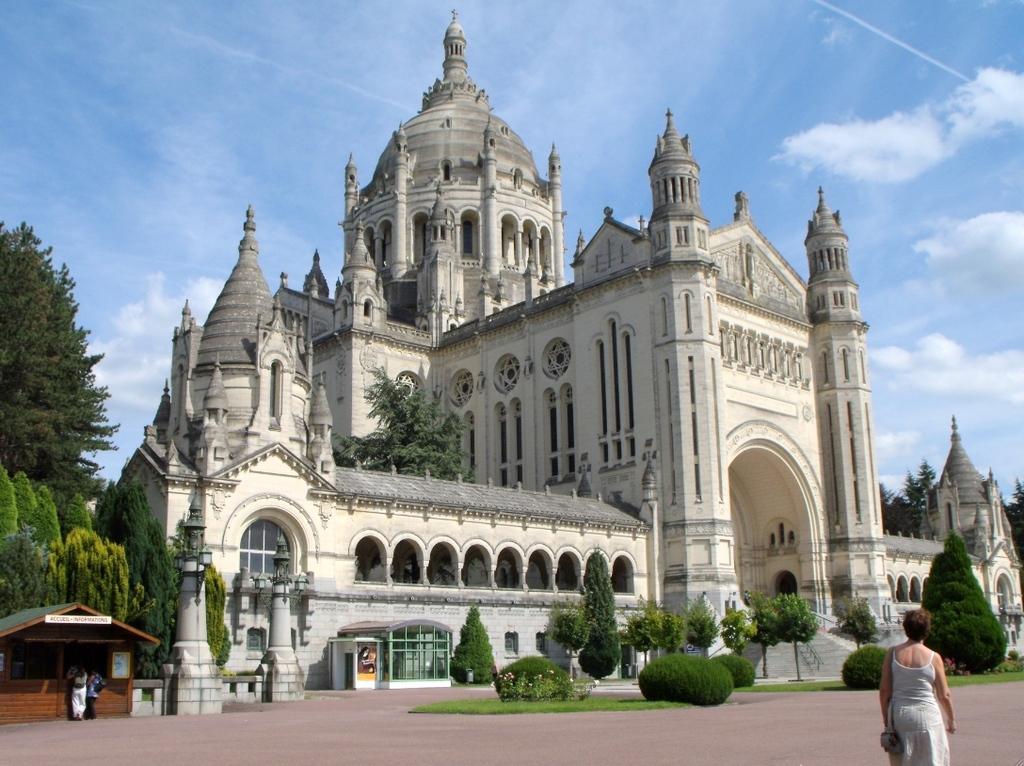 Lisieux : Basilique Sainte-Thérèse (style néo-byzantin, 1923-1937)