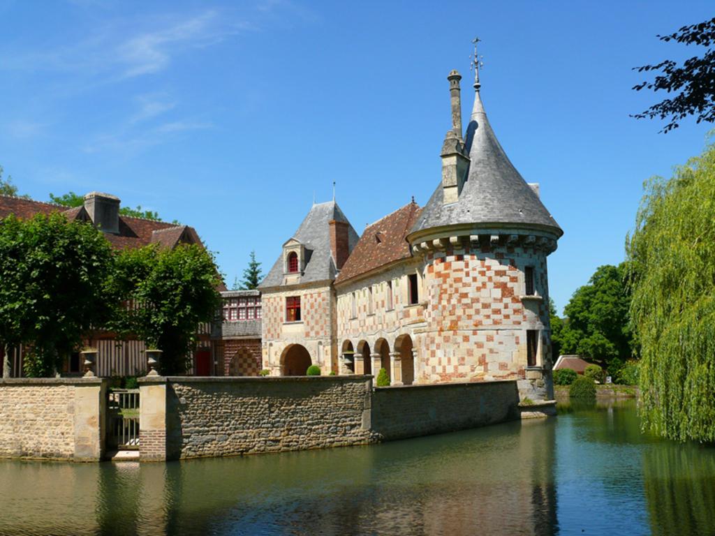 Le château de Lisieux à Saint-Germain de Livet (Moyen-Age et Renaissance)