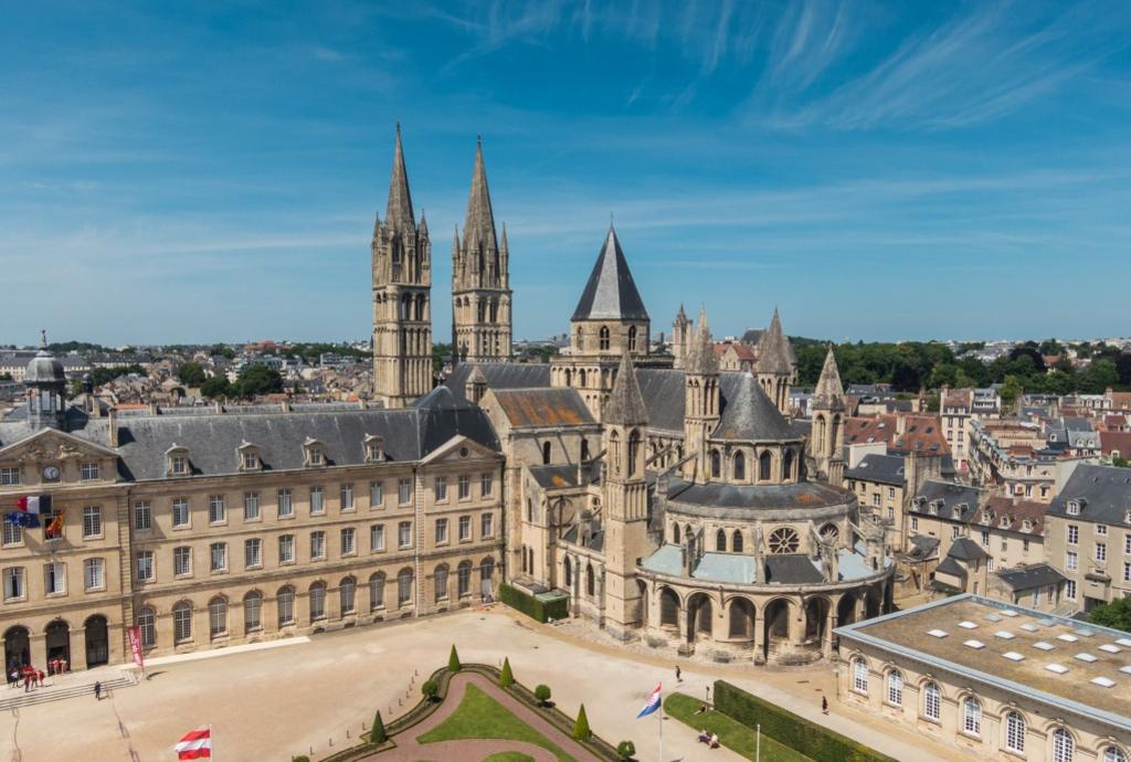 A Caen, l'Abbaye aux Hommes (art roman, gothique et mauriste)