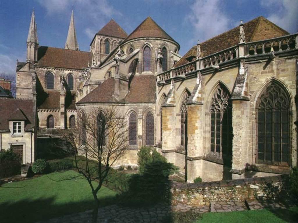 La Cathédrale Saint-Pierre de Lisieux (gothique) vue de l'arrière
