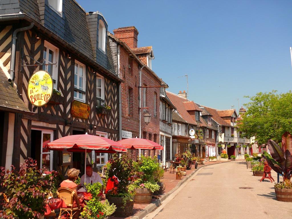 """Beuvron-en-Auge : label """"l'un des plus beaux villages de France"""" (près de Lisieux)"""