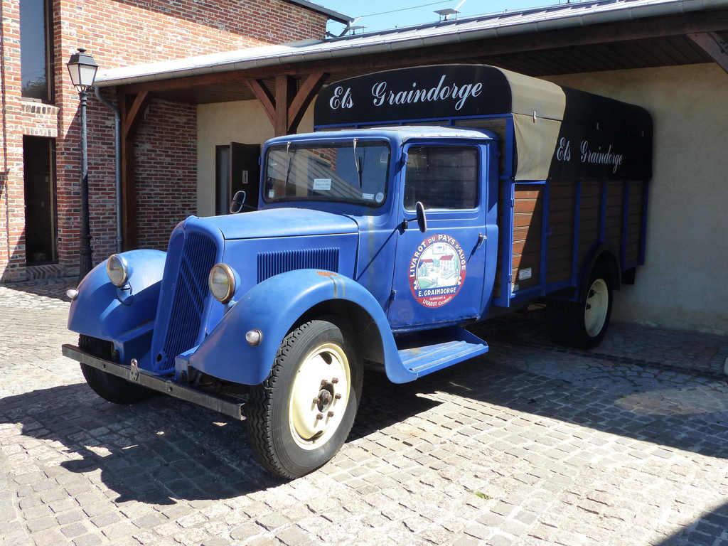 A Livarot, camion de la fromagerie Graindorge (photo Jen & Dirk)