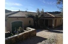 Belle villa de plein pied orientée sud. Vaste panorama. Jardin arboré d'oliviers.