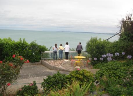 notre jardin surplombant la mer