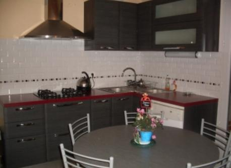 fully equipped kitchen overlooking the garden