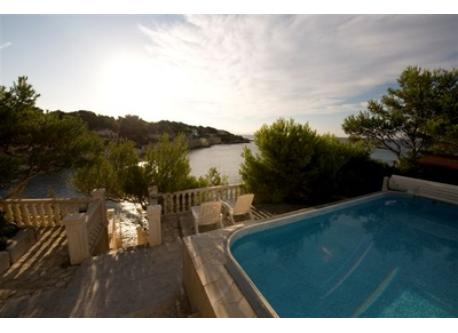 Another view from pool with stairs to Calanque