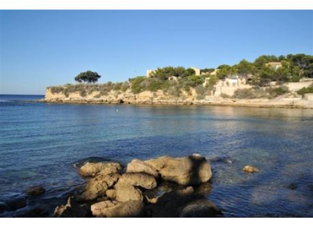 View from the other side of the calanque