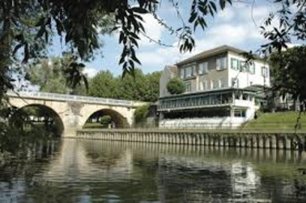 """L'Esturgeon"" fine restaurant in Poissy by the Seine river"