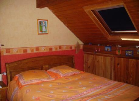 une chambre- a bed room