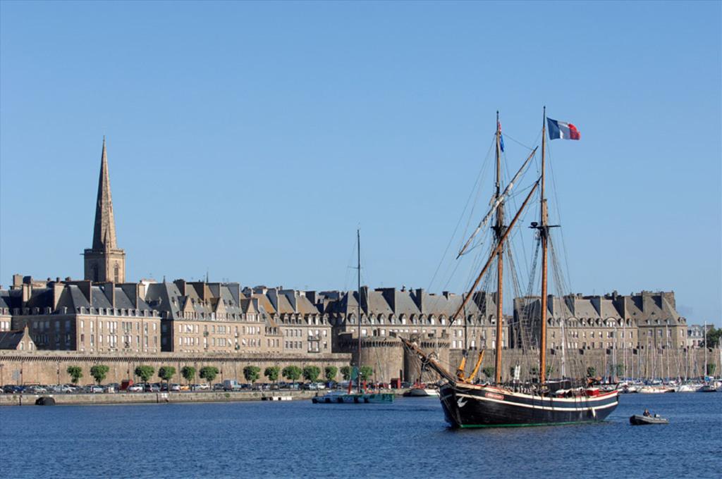 Saint - Malo : ville fortifiée: