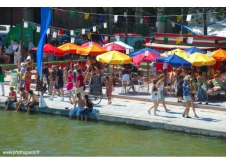 The neighbouring Bassin de la Villette in summer