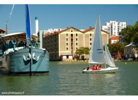 Sailing in Bassin de la Villettte, near the delicious Crêperie Okay Café