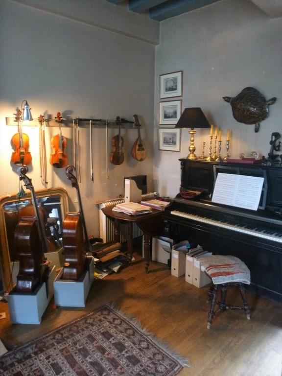 Coin musique et vieux piano