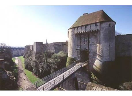 Entrée Est du château de Caen