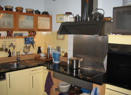 La cuisine avec tout l'équipement nécessaire.