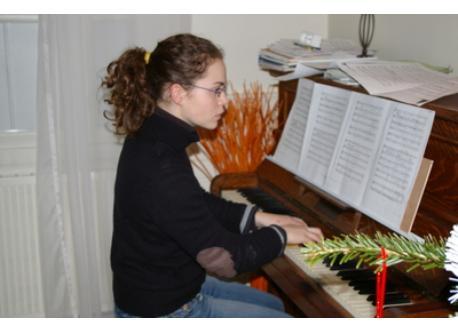 Margaux a 18 ans sur la photo, mais a 25 ans, elle en joue encore beaucoup.