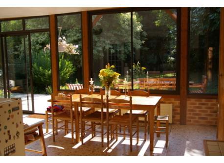 la cuisine véranda au soleil pour le petit déjeuner du matin