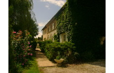 A cosy house near Bordeaux and Blaye (World heritage sites), private pool, lake with beach and leisure park.