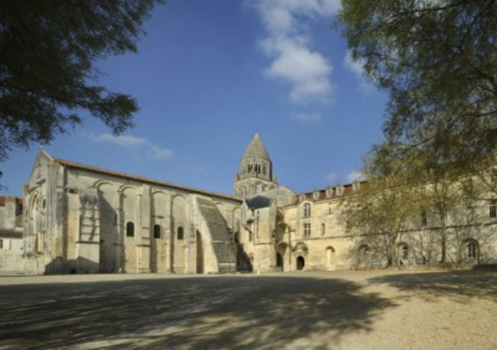 the woman's Abbey in Saintes (25km)