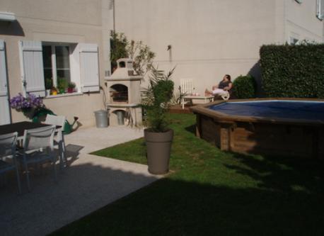 jardin de ville et piscine