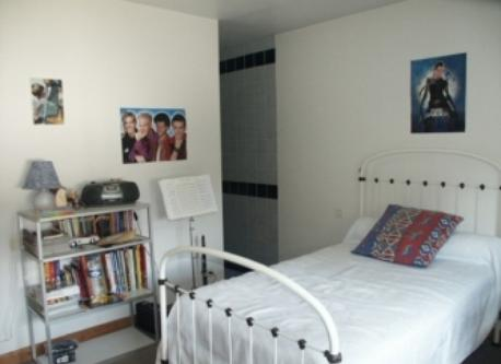 Bedroom with shower-room