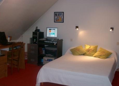 Bedroom / office