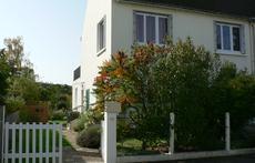 Notre maison familiale et conviviale se situe dans un quartier très calme d'Orléans à quelques minutes de la Loire et du centre.