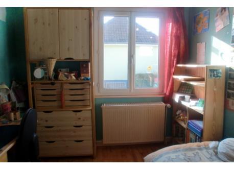 Chambre de Marine avec un bureau / Marine's Bedroom with a desk / Marine's Schlafzimmer mit einem Büro