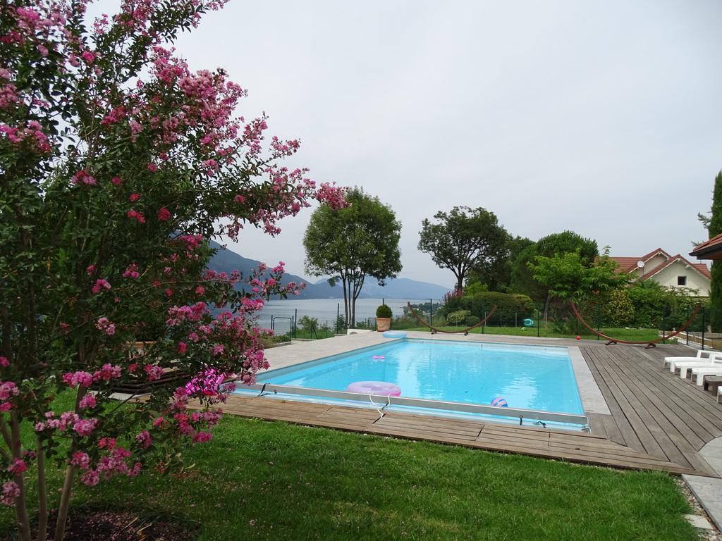 notre piscine vue sous un autre angle