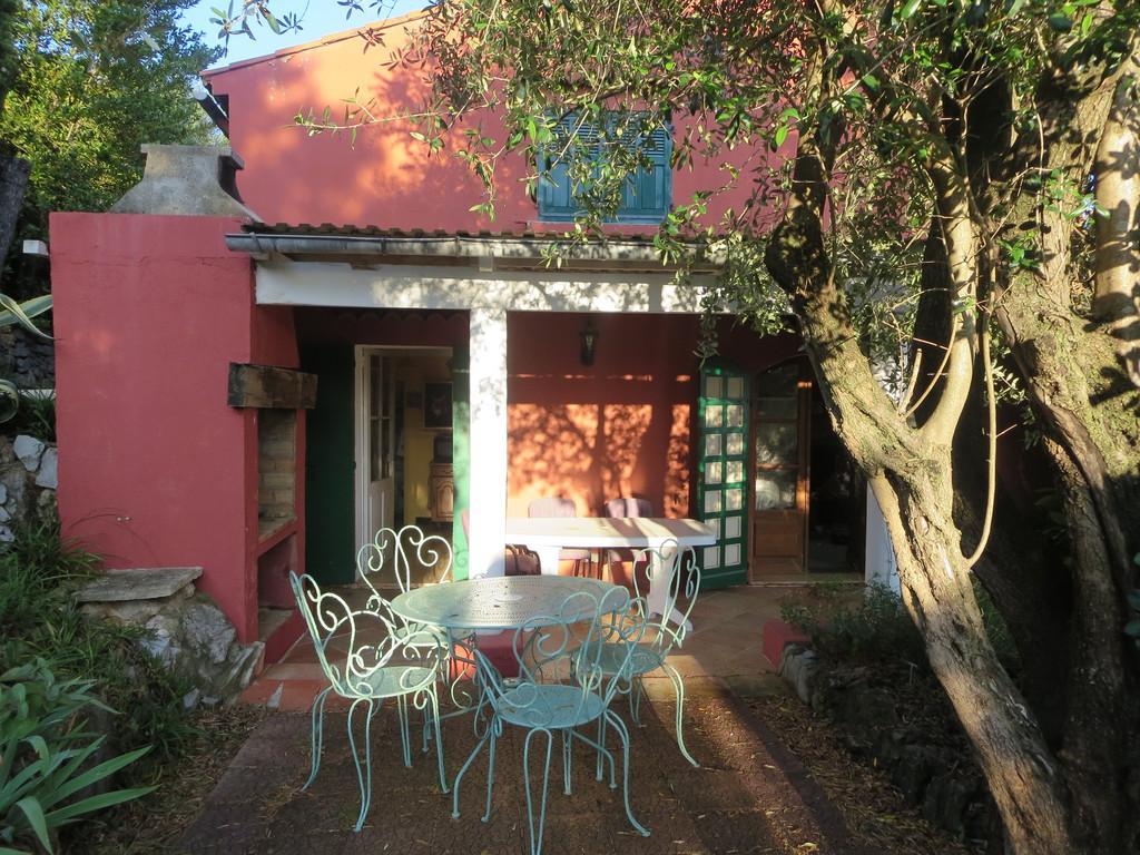 La Villa depuis le Jardin, à l'ombre de l'olivier