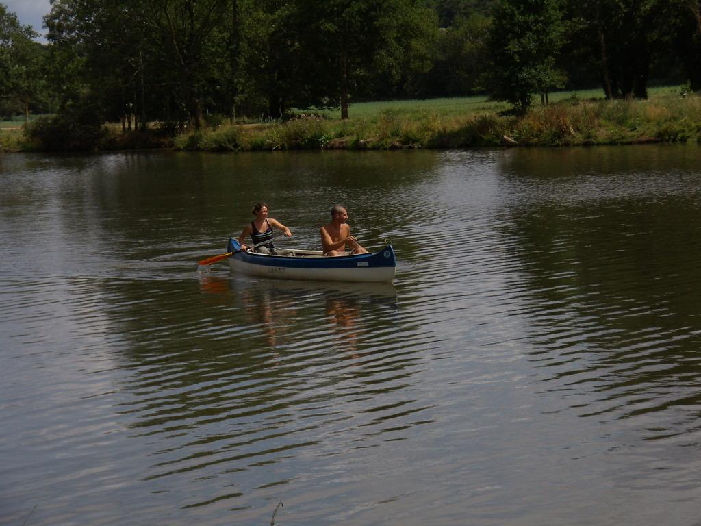 Chloé et un ami en canoe sur la Vilaine