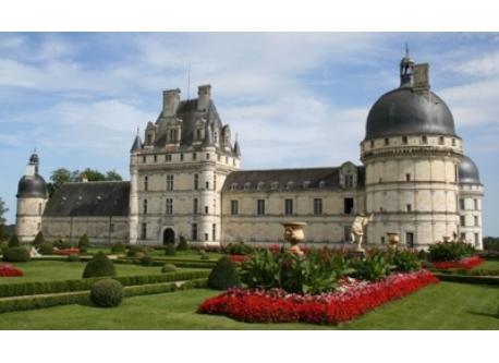 Castle of Valençay (45 km)