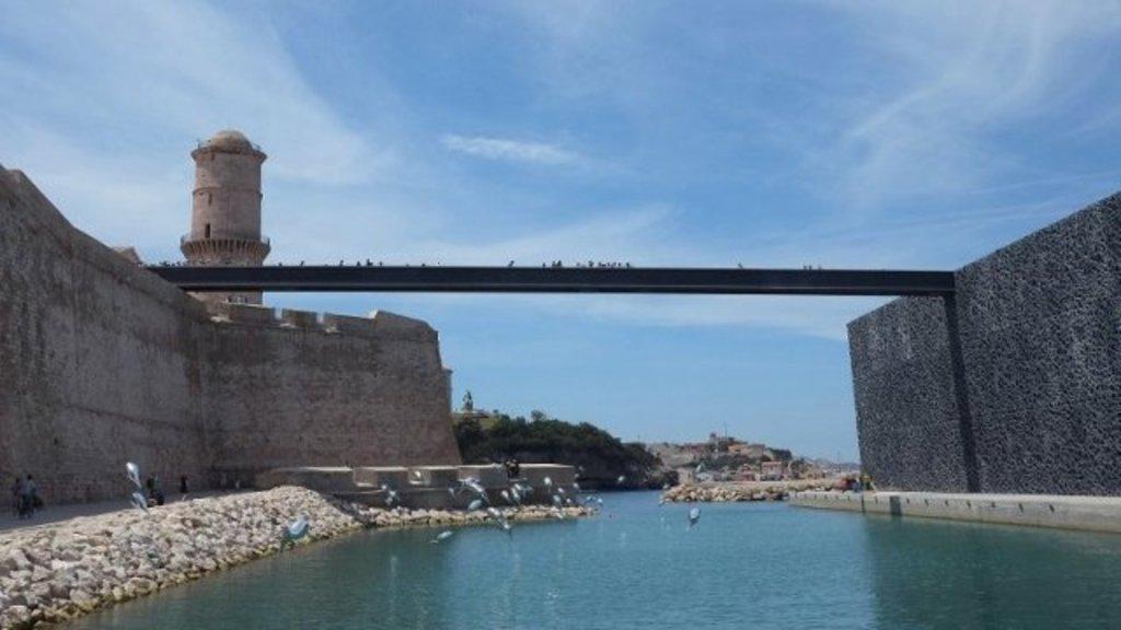 Le Fort saint Jean et la passerelle le reliant au Mucem