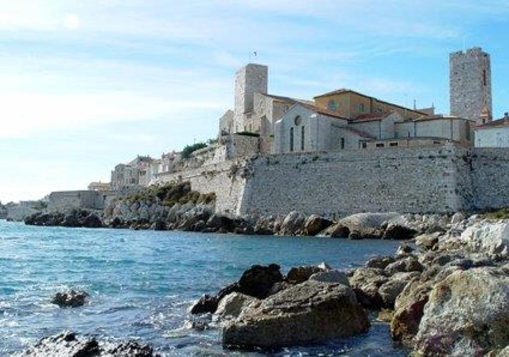 Antibes - Les remparts